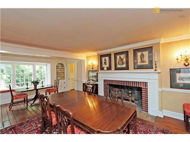 historic home dining room